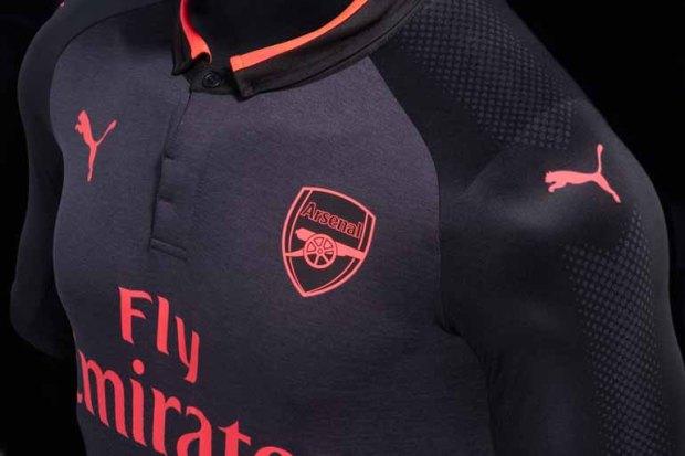 Puma Buat Jersey Tandang Arsenal yang Ketiga bewarna hitam ...