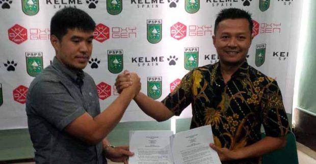 Buat jersey sepak bola terbaru, PSPS Riau akan di sponsori oleh apparel asal spanyol kelme